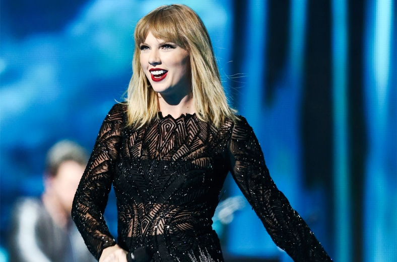 taylor-swift-super-bowl-sat-night-feb-2017-billboard-1548